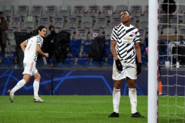 'He's doing nothing!': Paul Scholes blasts Manchester United star Anthony Martial after humiliating defeat - Bóng Đá