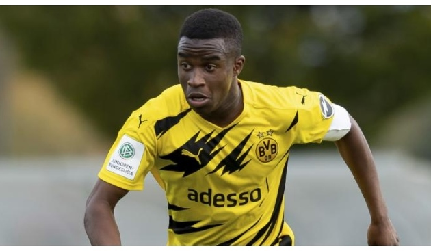 Moukoko eligible to debut for Borussia Dortmund's seniors: The next great player after Messi - Bóng Đá