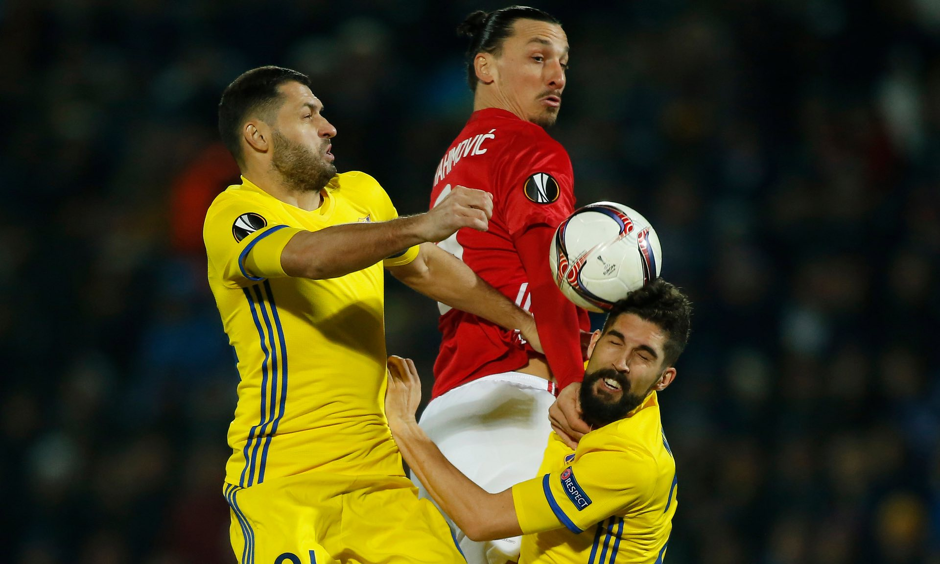 Vì chức vô địch Ngoại hạng Anh, Ibra sẽ ở lại Man United - Bóng Đá
