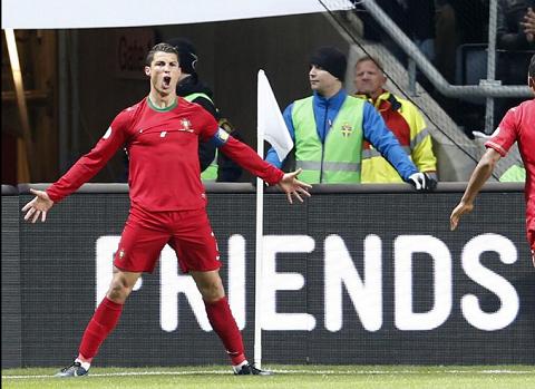 Dẫn trước 2 bàn, Ronaldo vẫn nếm trái đắng trong ngày về quê hương