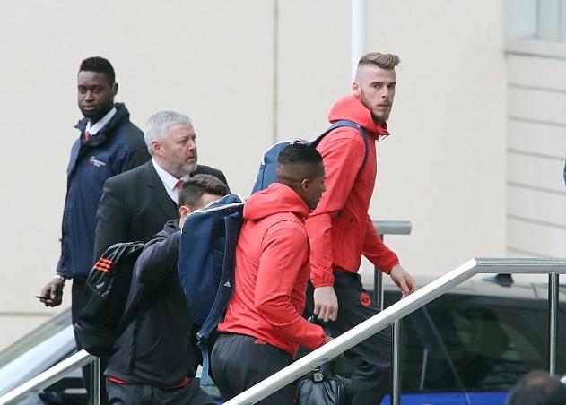 Rooney hớn hở có mặt tại khách san Lowry - Bóng Đá