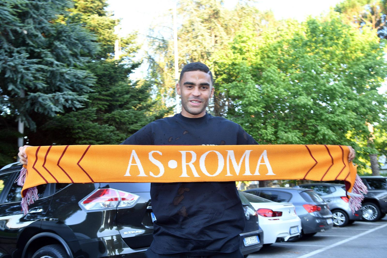 Cầu thủ thứ hai của Sassuolo đặt chân đến Roma - Bóng Đá