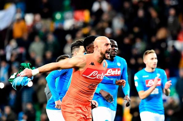 Napoli lấy lại ngôi đầu trong ngày 'Thánh pen' hỏng pen - Bóng Đá