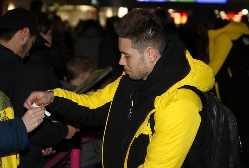 Thầy rạng rỡ, trò u ám trên đường Dortmund ra sân bay - Bóng Đá