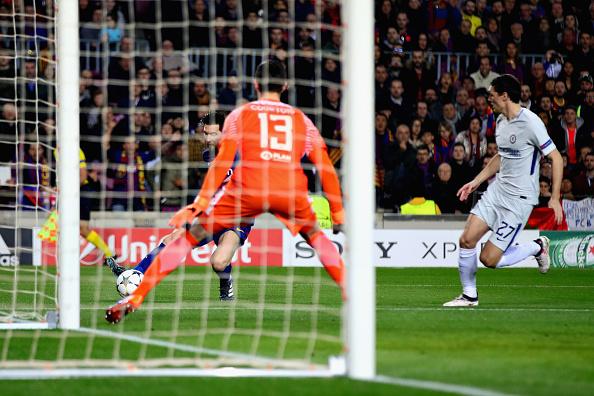 Biến Courtois thành trò hề, 'Thánh Messi' đưa Barca vào tứ kết  - Bóng Đá