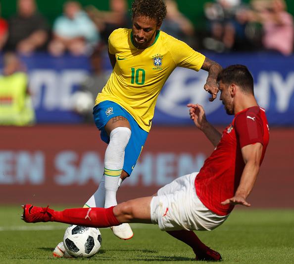 Bị đối thủ chơi xấu và đây là cách Neymar đáp trả - Bóng Đá