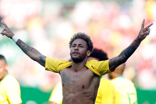 Bị đối cho ngã 'sấp mặt' và đây là cách Neymar đáp trả - Bóng Đá