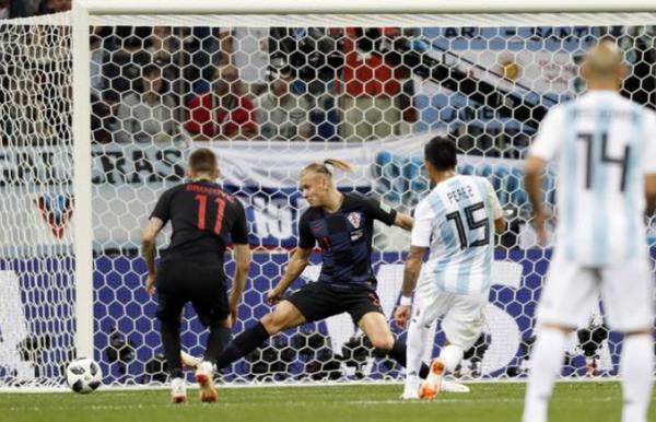 Modric tái hiện siêu phẩm vào lưới Man United đẩy Argentina tiến gần cửa tử - Bóng Đá