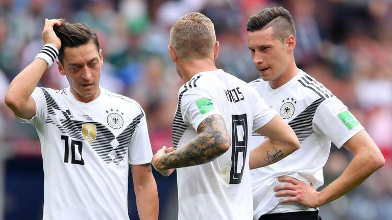 Kroos tố Ozil nói sai sự thật, từ chối gọi lại ĐT Đức