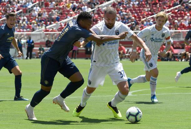 Bailly đánh đầu chạm xà, đánh dấu trận hòa tẻ nhạt cho Man United