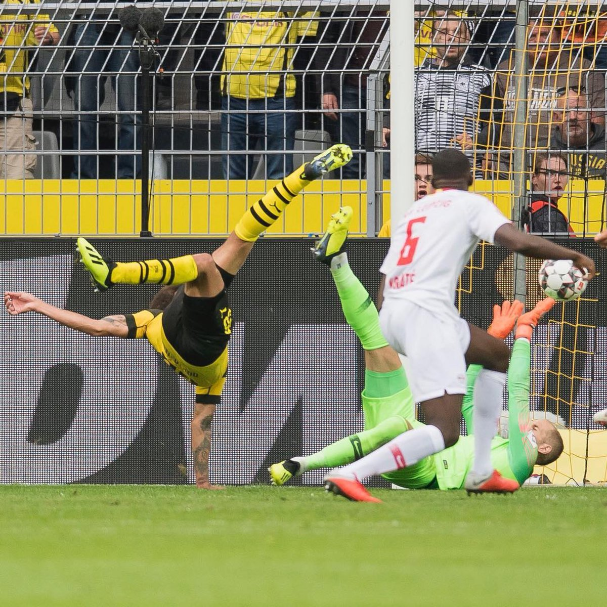 Hủy diệt Leipzig, tân HLV Dortmund có màn ra mắt không thể ấn tượng hơn - Bóng Đá