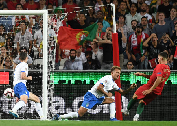Ôm hận trước đồng đội cũ, Donnarumma bất lực nhìn Italia tay trắng rời BĐN - Bóng Đá