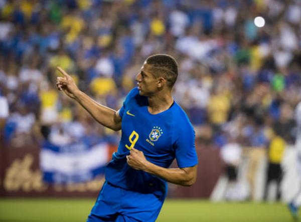 Lần đầu ra mắt Brazil, Richarlison đã ăn đứt Neymar về khoản này - Bóng Đá