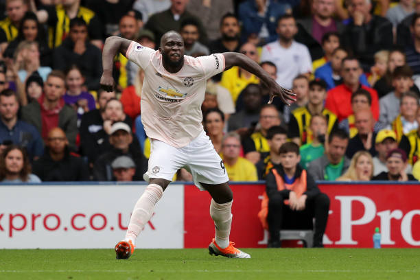 Suýt rơi cả quần, Lukaku vẫn quyết tâm ghi bàn cho Man United - Bóng Đá