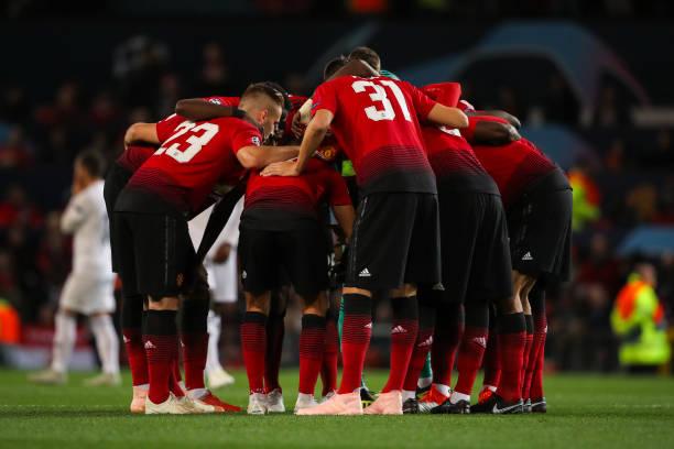 Hành động lạ của Mourinho sau trận hòa Valencia ngụ ý gì?