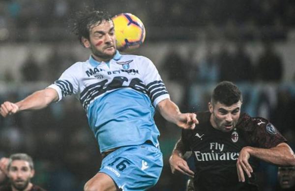 Thủng lưới phút 90+4, AC Milan cay đắng rời sân Olimpico - Bóng Đá
