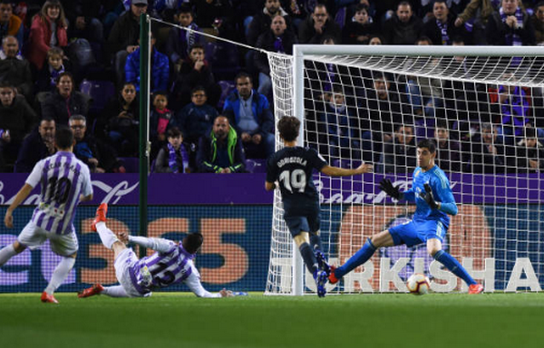 Tiến gần Juventus và đây là cách Marcelo bị Solari hành hạ - Bóng Đá