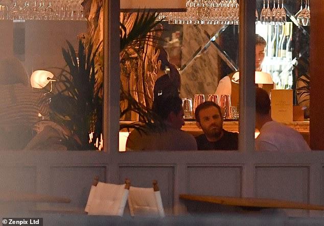 Marcos Rojo rơi vào cảnh 'éo le' vì tiền nhiều - Bóng Đá