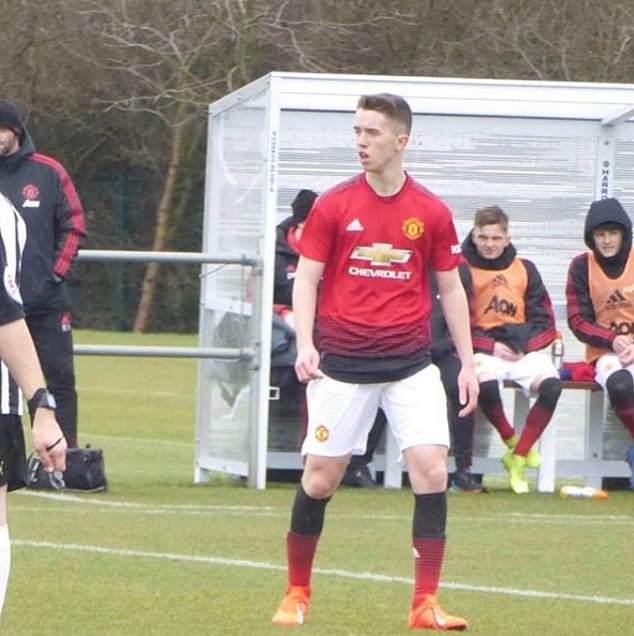 Phil Neville xem con trai thi dau cho Man United - Bóng Đá