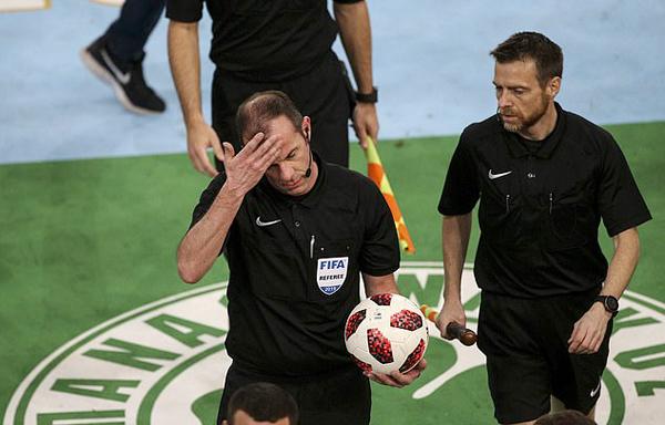 Pháo sáng, hơi cay, derby Hy Lạp phải kết thúc sớm ở phút 70 - Bóng Đá