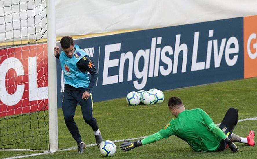 Cả gan cạnh tranh cùng Liverpool, Ederson bị Coutinho dằn mặt tại Brazil - Bóng Đá
