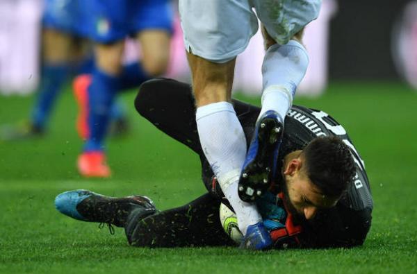 Nhìn chàng trai này, tifosi đã có thể quên dần hình bóng Buffon - Bóng Đá