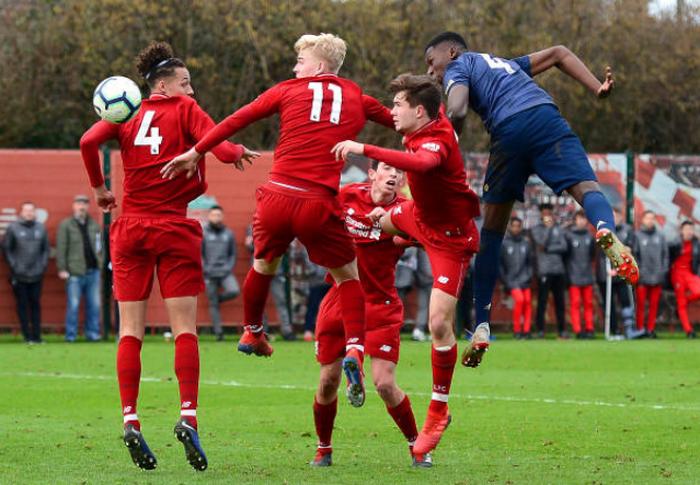 Di'Shon Bernard ký hợp đồng với Man United - Bóng Đá