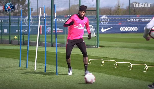 Mang bóng Champions League về nhà, Neymar bày trò 'hỗn' với bố - Bóng Đá