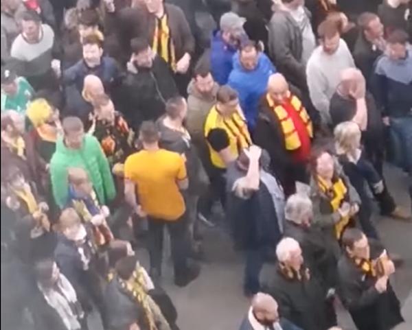 Wolves thua trận, fan điên loạn một mình đấm hàng loạt CĐV Watford - Bóng Đá