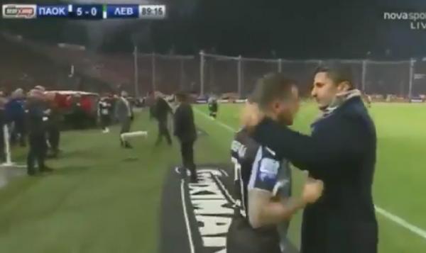 Cảm động, cầu thủ chấn thương vẫn được vào sân vì lý do đặc biệt - Bóng Đá