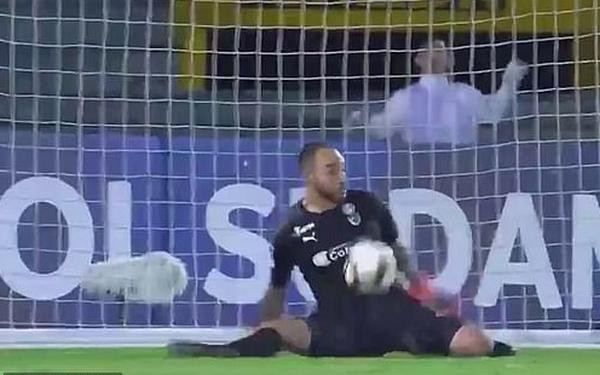 'Làm màu' đá panelka, cầu thủ Venezuela nhận cái kết không thể đắng hơn - Bóng Đá