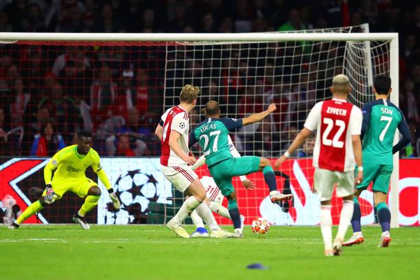 Trong lúc đồng đội ăn mừng, có một ngôi sao Tottenham không tham gia - Bóng Đá