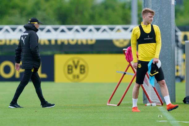 Nhạc trưởng giận dỗi, khó chịu trong buổi tập Dortmund - Bóng Đá