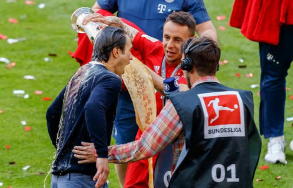 IQ vô cực, Ribery tránh 'tắm bia' bằng cách này - Bóng Đá