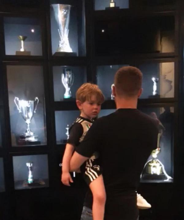Ramsey thăm phòng truyền thống Juve - Bóng Đá