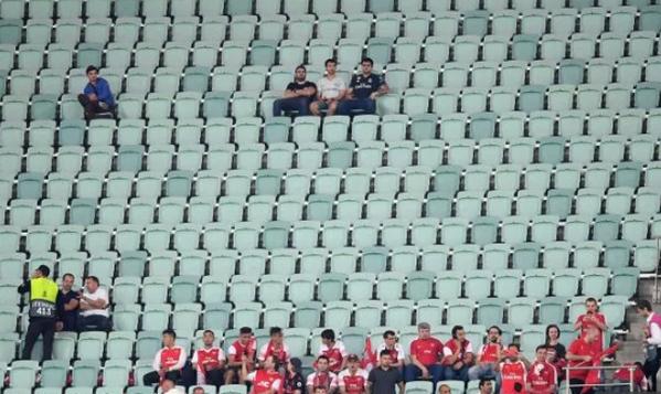 Baku chứng kiến hàng ngàn ghế trống - Bóng Đá