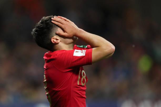 Vô địch châu Âu, đàn em Ronaldo vẫn 'sấp mặt' tại vòng bảng World Cup - Bóng Đá