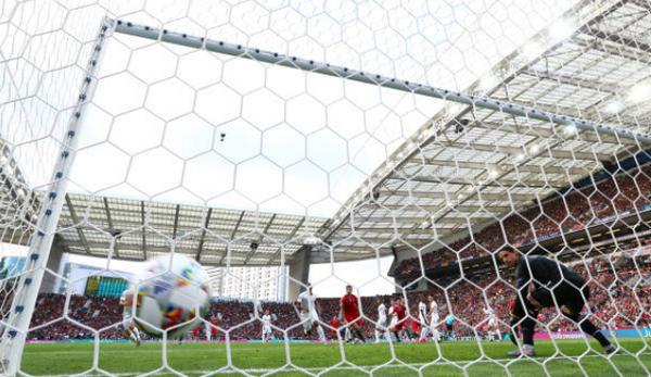 Hattrick 'thần thánh', Ronaldo đưa Bồ Đào Nha vào chung kết - Bóng Đá