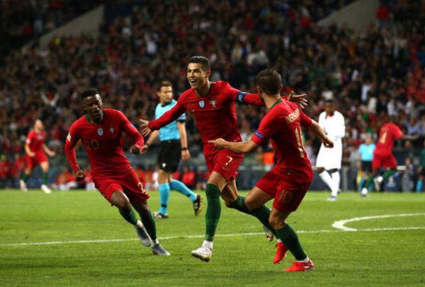 Đỉnh cao như Ronaldo, 3 bàn là 3 siêu phẩm - Bóng Đá