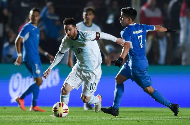 Ronaldo gọi, Messi 'suýt' trả lời, Argentina đại thắng trên sân nhà - Bóng Đá