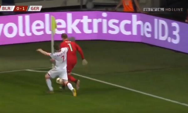 Cả gan 'thách thức' Neuer, tiền đạo đối thủ nhận cái kết đắng - Bóng Đá