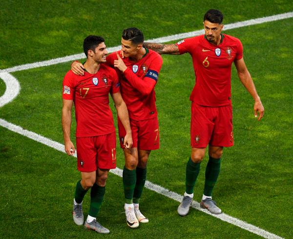 Hattrick trước Thụy Sĩ không thể giúp Ronaldo trở thành