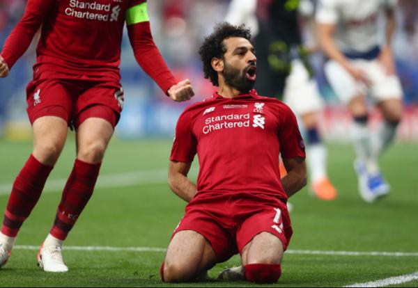 Dàn sao Liverpool và món quà độc lạ