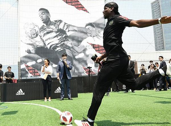 Hóa thân thành 'Hàn Quốc-man', Pogba khiến khán giả Seul phát cuồng - Bóng Đá