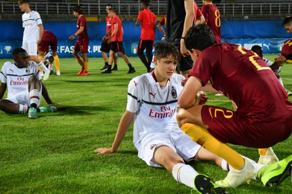 Vô địch không ăn mừng, U15 Roma làm điều bất ngờ với 'nạn nhân' - Bóng Đá
