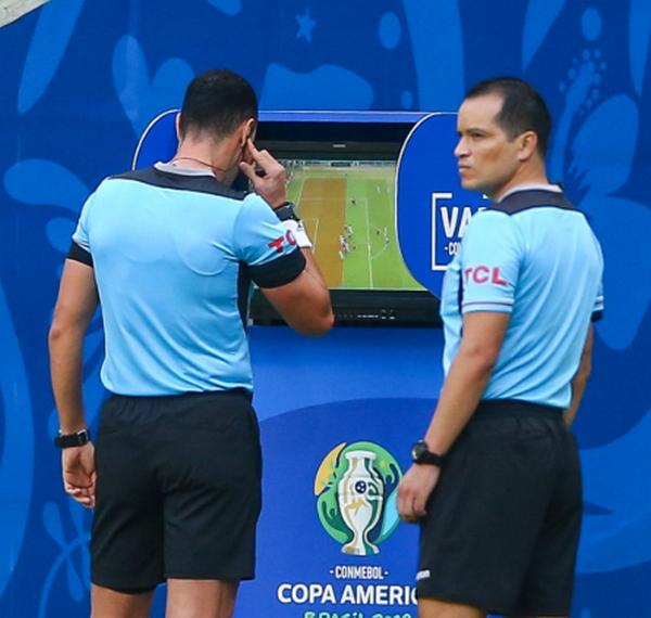 VAR tiếp tục xuất hiện tại Copa, định đoạt luôn trận đấu - Bóng Đá