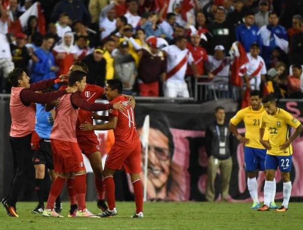 Ngược dòng ngoạn mục, Peru khiến 'ác mộng' hiện về với Brazil - Bóng Đá