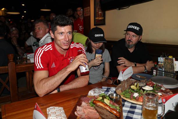 Lewandowski xuất hiện ở Trung Quốc - Bóng Đá