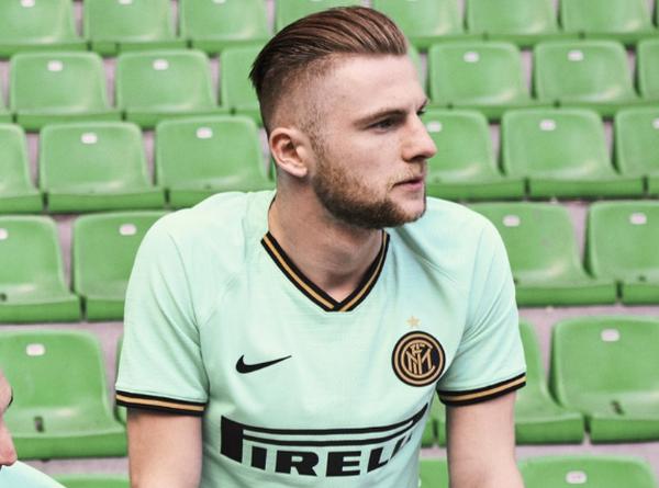 Inter ra mắt áo đấu 'lạ', CĐV phản ứng trái chiều - Bóng Đá