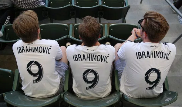 Sang Mỹ, Ibrahimovic vẫn bị 'truyền thống' của Man United đeo bám - Bóng Đá